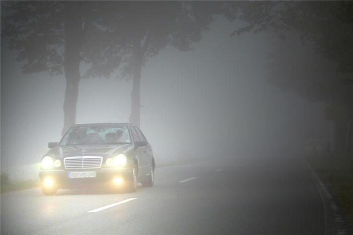 Как безопасно ездить на автомобиле в туман
